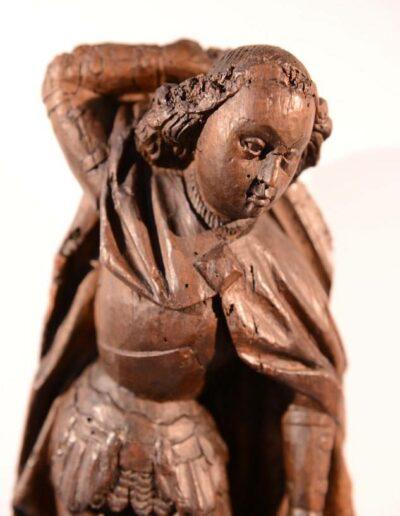 Statuette en bois de St-Michel